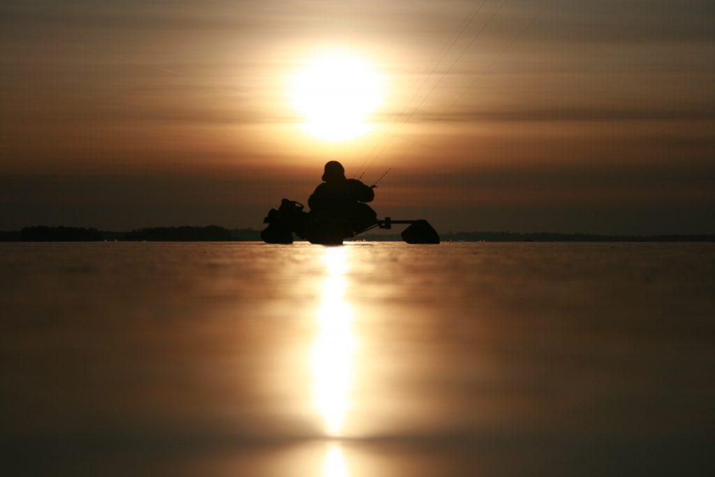 Buggykiten im Sonnenuntergang